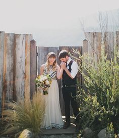 Jenieva + Tyler weren't afraid to deck their wedding venuein Ojai, California to the nines + truly make it an extension of the two of them. We love how the setting kinda must have feltlike you were walking into their home –with sweet vignettes, like vintage-inspired lounges + eclectic, southwestern-styled tablescapes, as far as the […]
