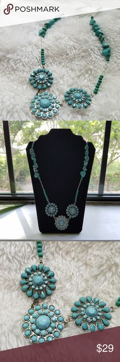 """Western Flower Turquoise Pendant Cool vintage necklace. Bought from estate sale. Length 18"""" with 1"""" pendants. Excellent Used Condtion with minor wear. Appears to have howlite turquoise stones along with acrylic beading. Jewelry Necklaces"""