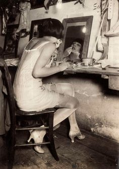 Performer backstage, 1928 #vintage