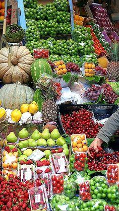 Fruit And Veg, Fruits And Vegetables, Fresh Fruit, Istanbul Market, Vegetable Stand, Vegetable Shop, Street Food Market, Traditional Market, Fruit Stands