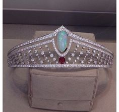 Chaumet tiara in platinum and diamonds with a central white opal