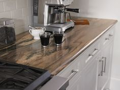 Redesigning Your Kitchen Area: Choosing Your New Kitchen Counter Tops – Outdoor Kitchen Designs Outdoor Kitchen Countertops, Laminate Countertops, Kitchen Tiles, Granite Countertops, New Kitchen, Countertop Options, Kitchen Wood, Kitchen Office, Cheap Kitchen