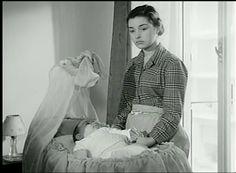 """""""Il sole negli occhi"""" (1953) http://www.nientepopcorn.it/film/il-sole-negli-occhi/ è il primo lavoro da regista di Antonio Pietrangeli, noto per la grande capacità nel delineare indimenticabili ritratti femminili. Tra i suoi migliori film, vi consigliamo """"Adua e le compagne"""" (1960) http://www.nientepopcorn.it/film/adua-e-le-compagne/, """"Io la conoscevo bene"""" (1965) http://www.nientepopcorn.it/film/io-la-conoscevo-bene/ e """"La visita"""" (1966) http://www.nientepopcorn.it/film/la-visita/"""