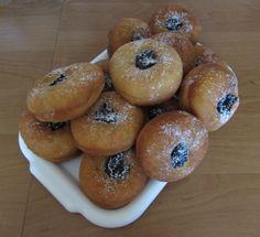 Šišky s džemom - recept   Varecha.sk Scones, Doughnut, Bread, Cookies, Cake, Desserts, Hampers, Crack Crackers, Pie Cake