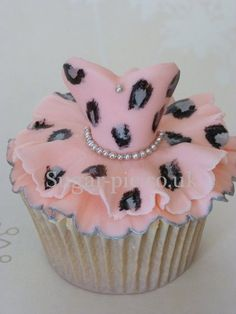 Leopard Print Tutu cupcake!! ((OMG Bre--these would be *PERFECT* for your baby shower if it's a girl.... But it damn well better be a *BOY*...lol))