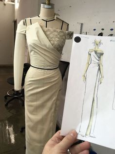 This pattern was created as a female base for the Anduin Wrynn Battle for Azeroth model from World of Warcraft. Couture Dresses, Fashion Dresses, Costura Fashion, Pattern Draping, Dress Making Patterns, Fashion Design Sketches, Schneider, Draped Dress, Fashion Sewing