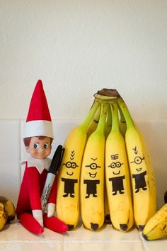 Elf on the Shelf Ideas for Christmas .don't do elf on shelf, but I love the minions.made me laugh! Deck The Halls, Christmas Elf, All Things Christmas, Christmas Calendar, Christmas 2019, Christmas Decor, L Elf, Elf Auf Dem Regal, Naughty Elf