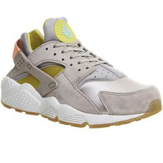 Nike Air Huarache ($145) ❤ liked on Polyvore featuring shoes, metallic silver glow la, trainers, unisex sports, genuine leather shoes, nike footwear, nike, unisex shoes and leather shoes
