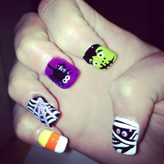 Add @ajmay81 to the list of girls with Halloween nails we covet.