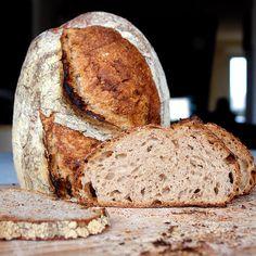 Paine cu fulgi de ovaz si fermentare la rece Vegan Life, Raw Vegan, Healthy Life, Cooking Bread, Eat Seasonal, Romanian Food, Fermented Foods, Bread Recipes, Good Food