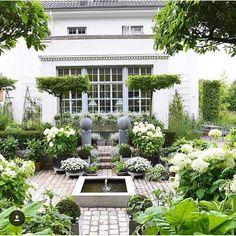 Courtyard, home exterior, fountain @clausdalby