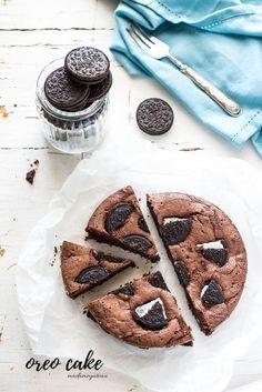La torta Oreo è sofficissima, con le sue note croccanti all'interno che ti conquistano al primo assaggio! Oreo Dessert, Oreo Cake, Torta Oreo, Momofuku Cake, Plum Cake, Nutella, Cheesecake, Sweets, Homemade