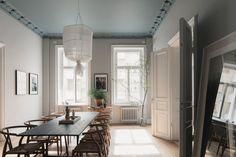Wainscoting Around Windows Interior Design high wainscoting wall treatments.Wainscoting Around Windows Ideas. Wainscoting Bedroom, Dining Room Wainscoting, Wainscoting Height, Black Wainscoting, Wainscoting Ideas, Painted Wainscoting, Beautiful Interior Design, Beautiful Interiors, Blue Ceilings