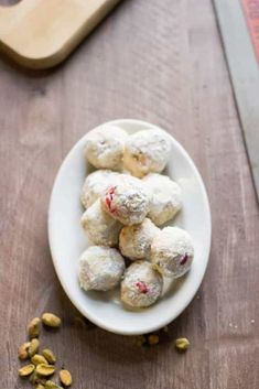 The classic Christmas snowball cookie gets all dressed up. Pistachio nuts and m. - The classic Christmas snowball cookie gets all dressed up. Pistachio nuts and m… 2020 – - Chewy Sugar Cookies, Almond Cookies, Yummy Cookies, Cookie Desserts, Just Desserts, Cookie Recipes, Cookie Tips, Asian Desserts, Kumquat Recipes