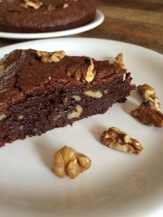Chocolate and nut cake - ilovechocolat - Gâteaux & Desserts - coffee Recipes Brownie Recipes, Cake Recipes, Dessert Recipes, Chocolate Coffee, White Chocolate, Chocolate Brownies, Coffee Recipes, Bakery, Food And Drink