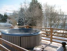 Book Cefn-nant Lodge for a sleeps 4 holiday, good quality self-catering holiday accommodation in Powys. Country Cottages, Holiday Accommodation, Hot Tubs, Swimming Pools, Outdoor Decor, Home Decor, Swiming Pool, Spa Baths, Pools