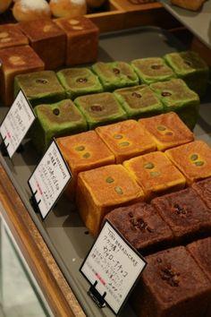 Momo Cafe, Biscuit Cinnamon Rolls, Bakery Shop Design, Food Business Ideas, Opening A Bakery, Japanese Bread, Dessert Drinks, Mini Desserts, Cute Food