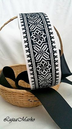 Afghan Clothes, Palestinian Embroidery, Cross Stitch Borders, Rose Design, Saddle Bags, Diy And Crafts, Sewing, Crochet, Handmade