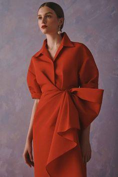 Carolina Herrera Resort 2020 Fashion Show - Vogue Fashion Details, Look Fashion, High Fashion, Fashion Show, Fashion Outfits, Womens Fashion, Fashion Design, Net Fashion, Carolina Herrera New York