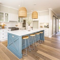Simple American Kitchen: 60 Ideas, Photos and Designs - Home Fashion Trend Blue Kitchen Island, Blue Kitchen Cabinets, Kitchen Cabinet Colors, Kitchen Redo, Home Decor Kitchen, New Kitchen, Kitchen Design, Blue Kitchen Ideas, Coastal Kitchen Lighting