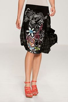 What a beautiful skirt. The great colored botanicals against black is rich. I love it !!!!!