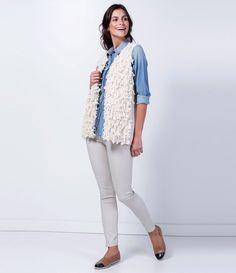 Colete feminino  Com pelos  Marca: Marfinno  Tecido: retilínea  Composição: 70% poliéster e 30% acrílico  Modelo veste tamanho: P      Veja outras opções de    coletes femininos.