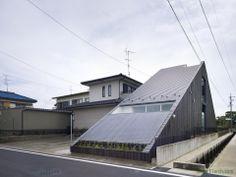 Katsutoshi Sasaki + Associates designed the 'OGAKI^HOUSE' in Gifu, Japan. http://en.51arch.com/2014/03/a1028-ogaki-house/