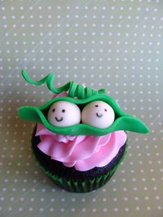 i made these cupcakes for a baby shower celebrating twin girls two peas in a