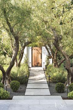 Modern Landscape Design, Modern Landscaping, Backyard Landscaping, Landscaping Ideas, Modern Design, House Landscape, Patio Ideas, Mediterranean Decor, Outdoor Living Areas