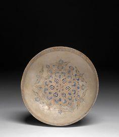 Coupe minaï à la rosace, Kashan, art seldjoukide, 1180-1220. Photo Artcurial.