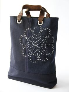 Mini tote bag meets sashiko d sy 73 by daisy van groningen Sashiko Embroidery, Japanese Embroidery, Embroidery Patterns, Diy Sac, Embroidered Bag, Denim Bag, Quilted Bag, Fabric Bags, Handmade Bags