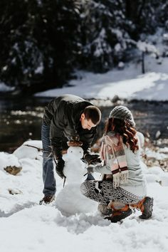 building a snowman, candid photography, snowy pictures, snowy engagement session. Winter Couple Pictures, Snowy Pictures, Winter Pictures, Farm Pictures, Christmas Pictures, Christmas Trees, Mountain Engagement Photos, Winter Engagement Photos, Engagement Session
