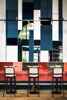 café waldeck blue and red and gold color palette in dining room / sfgirlbybay