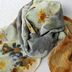 Summer flowers and onion skin scarf - Morgen Bardati. This link has beautiful examples - click thru - you'll love it (heidi) Fabric Painting, Fabric Art, Fabric Design, Shibori, Textile Prints, Textile Art, Natural Dye Fabric, Natural Dyeing, Textile Dyeing