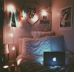Credit: Katy Bellotte's bedroom at Elon University @hellokatyxo