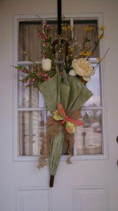 Front door decor...spring has sprung! Easy DIY spring break craft!