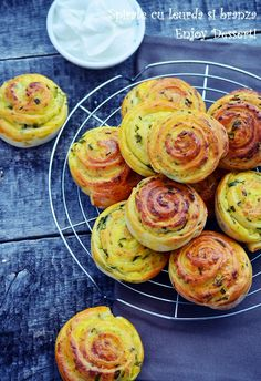Pastry And Bakery, Pastry Cake, Wild Garlic, Romanian Food, Appetisers, Morning Food, Deserts, Good Food, Rolls