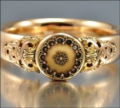 beautiful old ring, I love this ring!