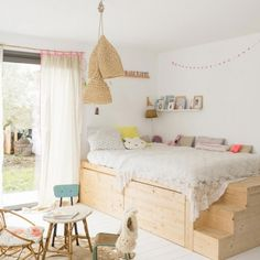 Having a small kids bedroom doesn't have to mean compromise. Here are 6 ideas to make the most of any small space (image via vtvonen) More