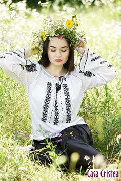 Romanian blouse Folklore, Traditional Outfits, Romania, Personal Style, Street Style, Style Inspiration, Blouse, Model, Clothes