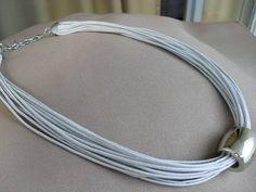 colar-fio-encerado-cinza.jpg 580×435 pixels