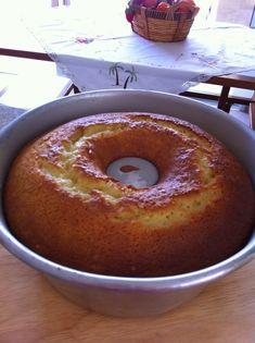 Realmente esse é o melhor e mais fofinho BOLO DE LARANJA que eu já fiz. A receita veio do delicioso blog da queridaAndreaque faz tantas delícias que é até difícil escolher o que fazer!!!! A receita é muito simples e rendeu um bolo lindo e bem fofo. A receita original,aqui, incluía sementes de...