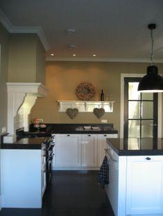 Landelijke Rhijnart keuken Rustic Kitchen, New Kitchen, Kitchen Decor, Kitchen Ideas, Shaker Style Kitchens, Home Kitchens, Decor Interior Design, Interior Decorating, House Inside