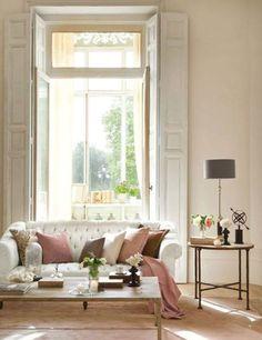 Pretty, light and elegant sitting room