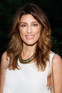 Jennifer Esposito medium shag haircut