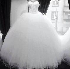 szép esküvői ruha