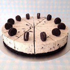 Μια φανταστική τουρτίτσα oreo cheese cake με λευκή σοκολάτα. Μια συνταγή για ένα υπέροχο γλυκό για όλες τις περιστάσεις που θα ενθουσιάσει εσάς και -αν περ