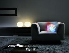 Cuscino luminoso per trip psichedelici sul divano