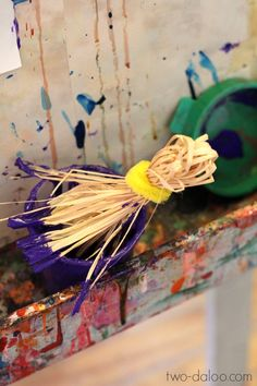 Make these straw paintbrushes in five minutes with just two items. A great activity for farm or harvest themes!