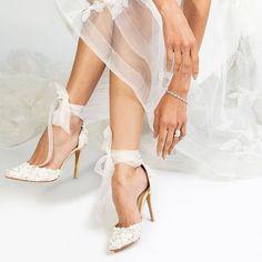 Today's Luxury Weddings (@todaysluxuryweddings) posted on Instagram • Mar 18, 2021 at 6:07pm UTC Bridal Shoes, Bridal Jewelry, Unique Wedding Bands, Wedding Details, Belle Bridal, Designer Wedding Shoes, British Wedding, Wedding Heels, Luxury Jewelry